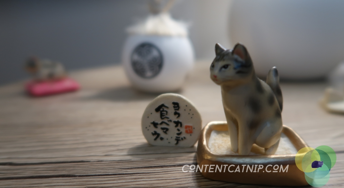 Netsuke & Gashapon toys Ancient Japanese treasures and modern collectibles