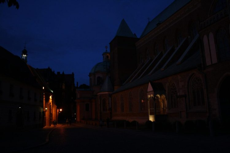 Every Picture Tells a Story: Dusk and vespers at Wysa Słodowa in Wrocław