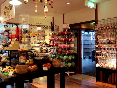 Intricate and endearing chirimen crafts in Kyoto
