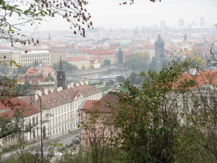 Every Picture Tells a Story: Romantic Autumn Days in Prague