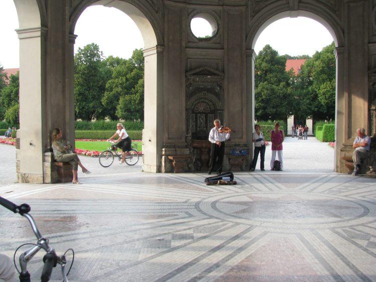 A floaty late summer serenade in Munich 2008