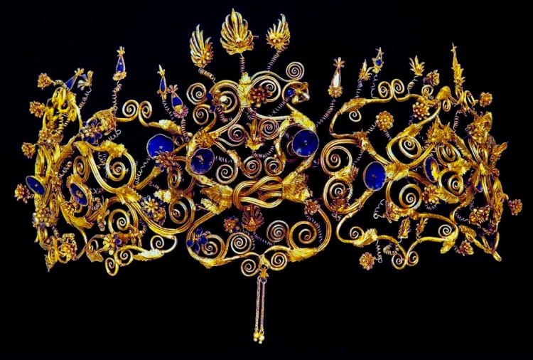 This diadem was owned by one of the wives of Philip II of Macedonia, father to Alexander the Great. 4th c.BC. Found in the royal tombs in Aigai, Macedonia, Greece.